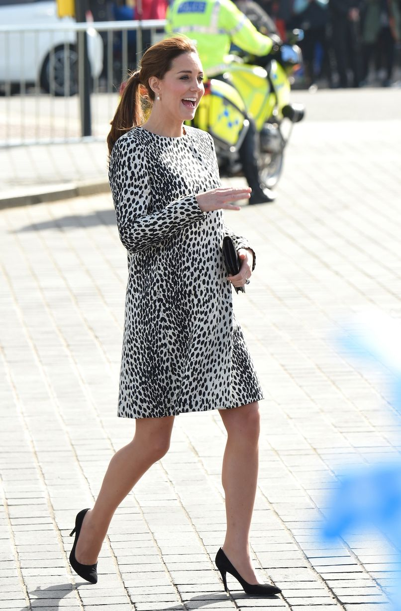 kate middleton pregnancy style, kate middleton pregnancy looks, pregnancy fashion, pregnancy trench coats