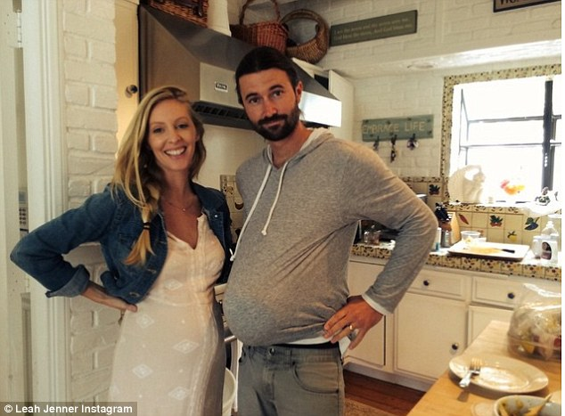 leah jenner pregnant, leah jenner pregnancy style